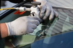 Resin Injecting into damaged Windscreen